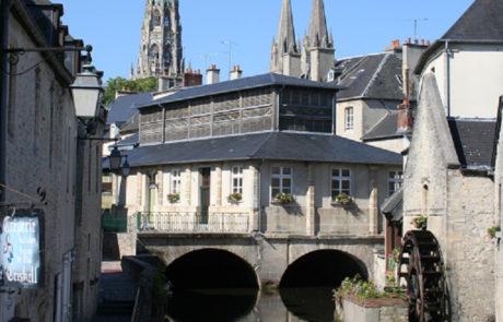 Centre ville de bayeux à proximité du Camping Port'land